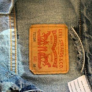 Levi's Jackets & Coats - Levi's denim jacket
